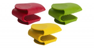 Trudeau Silicone Stay Cool Oven Grip (Assorted Color)