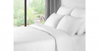 The White Collection Synthetic Duvet, 220X240Cm